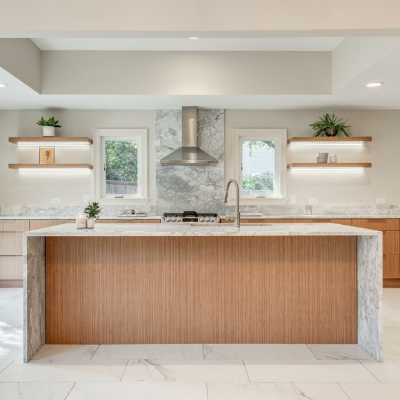 Arc award-winning project, best kitchen remodel, by Dallas Builders. Modern kitchen