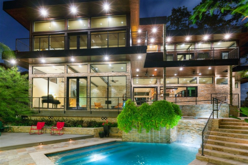 "The design was inspired by the home featured in the 1955 Alfred Hitchcock thriller, North by Northwest. It is a modern design with an overall ""Frank Lloyd Wright"" feel.  Featured 'Dream Home' on the upcoming pilot episode of Tricon Films & Television's new show, 'Build the View - Houston's Dream House', on HGTV. Photographer: Jerry B. Smith"
