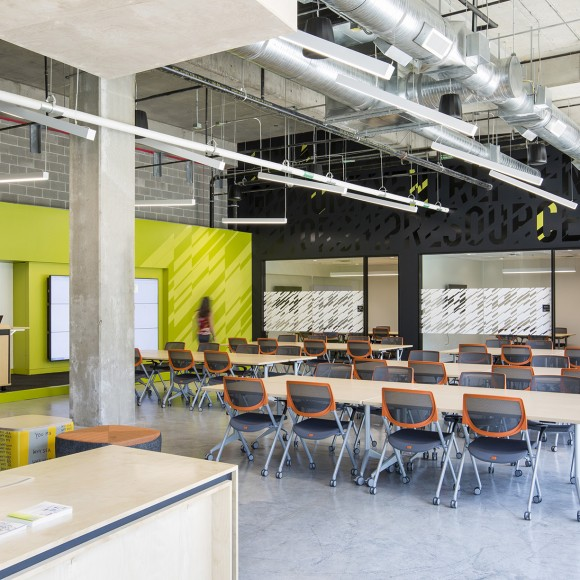 The University of Texas Dallas Blackstone Launchpad 4,500 sf incubator space serves to accelerate the junction between education and business. The co-working space will provide mentors and industry partners to student-entrepreneurs to flesh out concepts and overcome obstacles in growing their business.