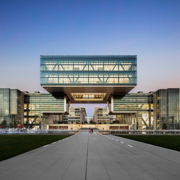 The highly innovative ExxonMobil Corporate Campus is designed to provide all the tools and resources to foster improved employee collaboration, creativity, innovation, and well-being. Gensler applied extensive research & benchmarking to incorporate best practices from the world's top facilities to this campus for 10,000 employees.
