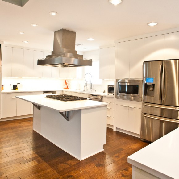 Contemporary kitchen remodel, white on white, hardwood floors, stainless steel Architect Laura Davis, AIA, HPD Architecture  |  Photo by Ruda Anderson